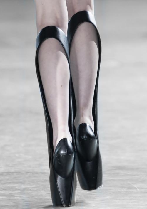 02 Iris van Herpen X United NudeBiopiracy Boot Black